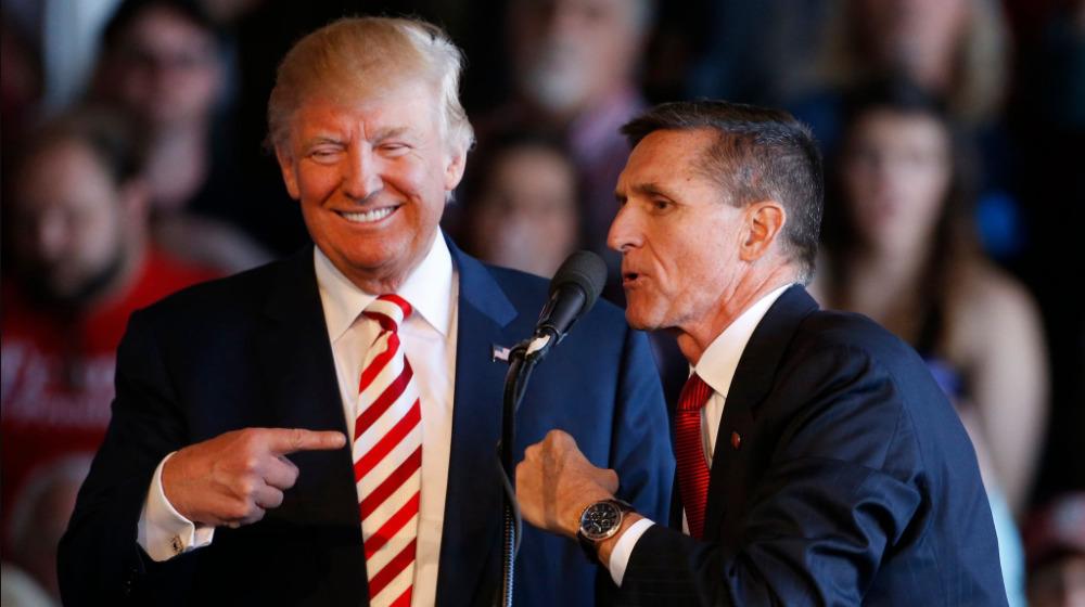 A pesar de mentirle al FBI: Trump indultó a su exasesor de Seguridad Nacional