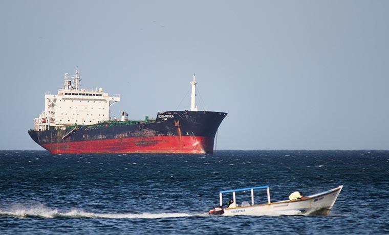Embarcación iraní cargaría petróleo venezolano para su exportación